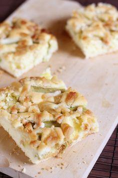 Rhabarberkuchen mit Marzipan | eatbakelove