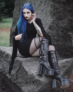 This one is from a session in the worst heat ever. June last year was so hot, that I almost fainted after going outside 😱 What was the… Cute Goth Girl, Hot Goth Girls, Sexy Hot Girls, Gothic Girls, Steampunk, Alternative Fashion, Alternative Girls, Womens Gothic Boots, Gothic People