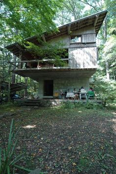 Mountain Lodge at Karuizawa 1962 Japanese Architecture, Beautiful Architecture, Interior Architecture, Modern Tropical House, Tropical Houses, House Deck, Tiny House Cabin, Cabin Design, House Design