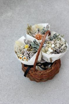 How To Wrap Flowers, How To Preserve Flowers, Pretty Flowers, Dried Flower Bouquet, Dried Flowers, Lavender Bouquet, Indoor Flowering Plants, Flower Installation, Flower Making