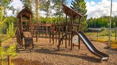 Koskikaran leikkipuistossa luonto on lähellä. Sen lisäksi, että metsä löytyy kivenheiton päästä, tuttuja eläimiä voi löytää puiston eri leikkivälineistä. Lappsetin Flora-leikkivälineistä, MyDesign-palvelua hyödyntämällä, on tehty asiakkaalle räätälöityjä ratkaisuja.