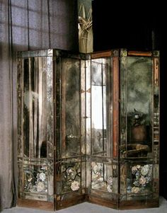 I love the look of antique mirrors this one is breathtakingly beautiful