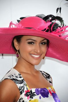 Miss America 2014 Nina Davuluri attends Kentucky Derby at Churchill Downs in Louisville, Kentucky. Kentucky Derby Race, Kentucky Derby Fashion, Louisville Kentucky, Derby Attire, Derby Outfits, Nina Davuluri, Derby Dress, Derby Day, Love Hat