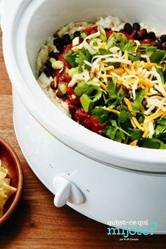 Trempette fiesta facile à la mijoteuse #recette Party Dip Recipes, Party Dips, Seasonal Celebration, Mexican Party, Calories, What To Cook, Coriander, Slow Cooker, Salsa