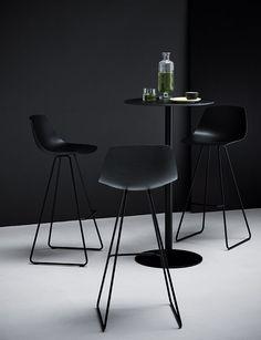 Miunn bar stool by Lapalma via ECC 00559 - 00849 Cool Chairs, Bar Chairs, Dining Chairs, Office Chairs, Home Decor Furniture, Modern Furniture, Furniture Design, Modern Bar Stools, Modern Chairs