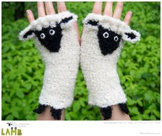 Etsy の Lamb Fingerless Gloves Free Shipping Worldwide by Pomber