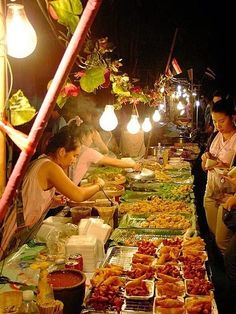 There are lots of street markets in Thailand, and the street food is brilliant. This is a picture of street food in Chiang Mai, Thailand. Visit Thailand, Thailand Travel, Asia Travel, Street Food Market, Thai Street Food, Laos, Thai Recipes, Asian Recipes, Chiang Mai Thailand