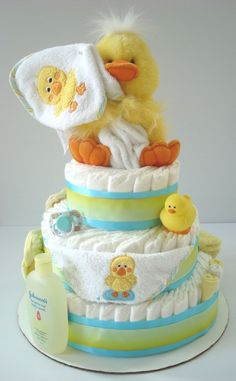 Cute Rubber Duck gender neutral diaper cake for baby shower Baby Cakes, Baby Shower Cakes, Regalo Baby Shower, Baby Shower Duck, Rubber Ducky Baby Shower, Baby Shower Diapers, Gender Neutral Baby Shower, Baby Shower Gifts, Baby Gifts