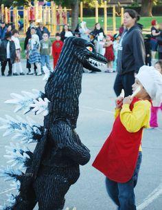 scaring the chef :D Godzilla, Making Out, Husband, Cosplay, Costumes, Cool Stuff, Cool Things, Dress Up Clothes, Awesome Cosplay