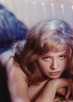 My opinion of the most beautiful women born every year from 1915 - Susannah York, Classic Movie Stars, Original Movie Posters, National Portrait Gallery, English Actresses, Iconic Women, Best Actress, Cannes Film Festival, Timeless Beauty