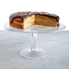 Boston Cream Pie - There's an unwavering appeal to the Boston Cream Pie's two layers of golden sponge cake sandwiching thick custard, all topped with a glossy layer of chocolate. Pie Recipes, Sweet Recipes, Dessert Recipes, Cupcakes, Cupcake Cakes, Boston Cream Pie, American Desserts, Round Cake Pans, Let Them Eat Cake
