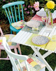outdoor dining - sweet cottage pastels
