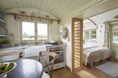 Luxury Glamping and luxury escapes at Aurora Cottage Shabby Chic, Shabby Chic Homes, Small Space Living, Small Spaces, Living Spaces, Tiny House Living, Home And Living, Shabby Chic Romantique, Interior Exterior