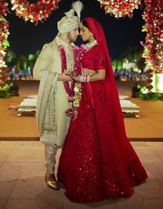 Sabyasachi Lehenga Cost, Bollywood Lehenga, Red Lehenga, Lehenga Choli Online, Sabyasachi Bride, Mode Bollywood, Bollywood Wedding, Bollywood Fashion, Bollywood Style