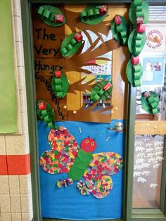 Ideas spring classroom door decorations ideas hungry caterpillar for 2019 Hungry Caterpillar Classroom, Hungry Caterpillar Activities, Very Hungry Caterpillar, Caterpillar Book, Caterpillar Bulletin Board, Camille La Chenille, Kindergarten Classroom Door, Kindergarten Science, Classroom Fun