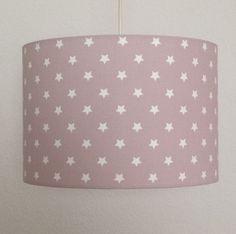 Lampenschirm Ø 32 cm altrosa mit kleinen weißen Sternen von puntini Der handgefertigte Lampenschirm ist außen mit einem Baumwollstoff bezogen und innen aus weißer Lampenfolie. Er verbreitet durch...