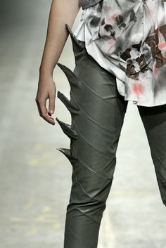 Visions of the Future: edgy black leather leggings Rocker Chic, Black Leather Leggings, Leather Pants, Steampunk Lolita, Mode Sombre, Vetements Clothing, Post Apocalyptic Fashion, Fashion Details, Fashion Design