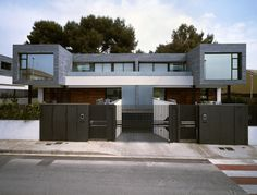 4 Casas geminadas + 1 Casa Isolada em Rocafort l Arquitetos: Antonio Altarriba Comes. Rocafort, Valencia, Espanha. Área: 2135m². Fotografias: Diego Opazo