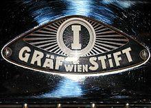 Gräf & Stift (ab 1907: Wiener Automobilfabrik A.G., vorm. Gräf & Stift, Abk. WAF)[1][2] war ein 1904 von den Brüdern Franz, Heinrich und Carl Gräf[3] sowie dem Kaufmann und Investor Wilhelm Stift gegründeter österreichischer Automobilhersteller. Car Badges, Car Logos, Auto Logos, Steyr, Car Ornaments, Graf, Car Brands, Volkswagen Logo, Juventus Logo