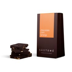 Chocolate artesanal, com pedaços de laranja confitada. Peso aprox. 80g.  Sem corantes nem conservantes.
