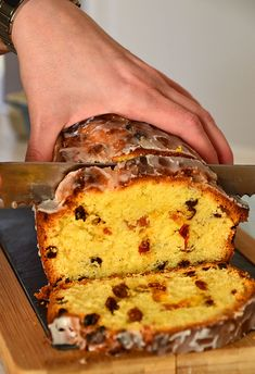 babka z suszonymi owocami i cytrynowym lukrem Polish Desserts, Polish Recipes, Cheat Meal, Quick Bread, How Sweet Eats, Confectionery, Banana Bread, Food And Drink, Cooking Recipes