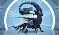 Les fabricants d'accessoires et de mobilier gaming rivalisent de créativité pour continuer à nous étonner. La plupart d'entre vous ont sûrement déjà vu la chaise Predator Thronos Air d'Acer (sortie l'année dernière) ou encore l'Emperor de MWE Labs qui a fait ses débuts il y a environ huit ans. Sachez qu'un nouveau produit qui reprend le même concept vient de voir le jour. Cependant, afin de se distinguer de la concurrence, le Cluvens IW-SK arbore un look peu commun.