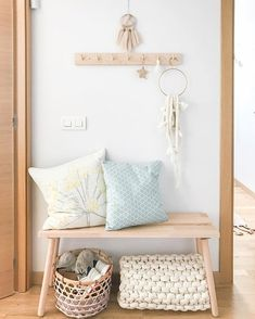 Esta semana os he estado enseñando por stories un pequeño cambio a un armario que tenia en casa. . El armario había pasado ya por varios… Nordic Home, Country Farmhouse Decor, Mudroom, Interior Inspiration, Entryway, Decor Ideas, Rustic, Instagram, Modern