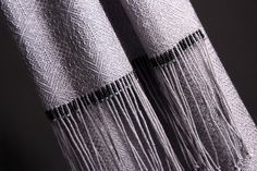 100% silk gebrochene w/ beaded and hand-twisted fringes