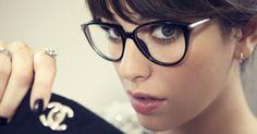 7 days / 7 looks of Blanca Suárez © Rubén Vega - I have got my specs with me. Cute Glasses, New Glasses, Girls With Glasses, Glasses Frames, Chanel Glasses, Eye Frames, Black Frames, Fashion Eye Glasses, Wearing Glasses