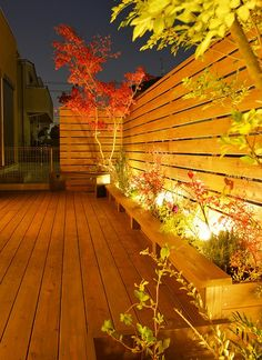 The best and easiest home and garden lighting ideas to inspire you Rooftop Garden, Balcony Garden, Exterior Design, Interior And Exterior, Christmas Living Rooms, Backyard Lighting, Japanese House, Landscape Lighting, Garden Planning