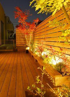 秋の夜長をペットと共に過ごす。外からの目線をカットした家族の空間。 #lightingmeister #pinterest #gardenlighting…