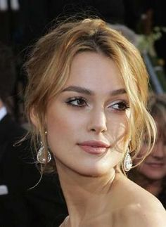Keira Knightley love this honey hair color