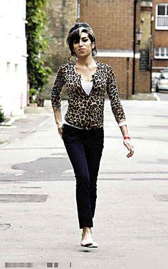 Amy Winehouse cute top