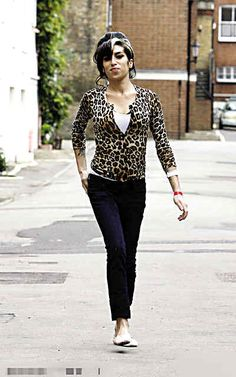 Amy Winehouse cute top