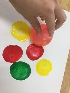 물풍선 미술놀이  물풍선 놀이  물풍선으로 꾸미기  유치원미술놀이  풍선꾸미기 Montessori Toddler, Montessori Activities, Kindergarten Activities, Fun Crafts, Diy And Crafts, Crafts For Kids, Arts And Crafts, 4 Kids, Art For Kids