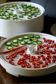 Hot stuff: use a spice grinder to turn your cayenne peppers into red pepper flakes. Dried Peppers, Thai Peppers, Healthy Snacks, Healthy Recipes, Tuna Recipes, Healthy Food Delivery, Dehydrated Food, Dehydrator Recipes, Cayenne Peppers