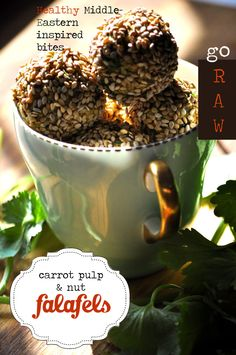 Take spent carrot pulp after extracting the juice, add 1 or 2 ingredients and spices and you have a super healthy vegetarian FALAFEL! Banting Diet, Falafel, 2 Ingredients, Carrots, Juice, Clever, Vegetarian, Breakfast, Healthy