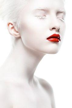 Albino model, Nastya Zhidkova (Настя Жидкова), old, Russia. High Key Photography, Beauty Photography, Black And White Photography, Portrait Photography, Fashion Photography, Modelo Albino, High Key Fotografie, Albino Model, Photo Hacks