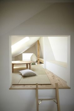 House in Setagawa by SKAL and OUVI. Very functional, and includes storage space, unlike almost every other plan. My favourite room is the loft. Attic Rooms, Attic Spaces, Small Spaces, Attic Loft, Attic Playroom, Attic House, Attic Ladder, Attic Office, Bedroom Loft