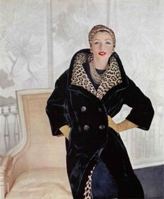 Lucinda Hollingsworth in black dyed Alaska seal fur coat by Revillon, 1959 Leopard Fashion, Fur Fashion, 1950s Fashion, Vintage Fur, Mode Vintage, Christian Dior, Princesa Margaret, Vogue Magazin, 20th Century Fashion