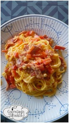 Spaghetti with chorizo ​​and parmesan cream. Vegetarian Crockpot Recipes, Healthy Dinner Recipes, Cooking Recipes, Pastas Recipes, Pasta Dishes, Food Inspiration, Italian Recipes, Carne, Macaroni And Cheese