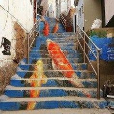 韓国のソウルにある路上美術館梨花洞壁画村が今話題 キャンバスではなく街中全体にアート作品が描かれています 思わず写真を撮りたくなる作品が沢山ありますよ() こんな階段を登るなんて不思議な体験ですね( tags[海外]