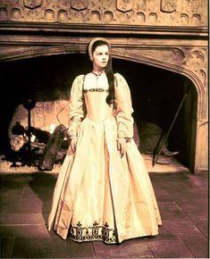 Iconic Historical Movie Costumes of the Tudor Costumes, Movie Costumes, Girl Costumes, Medieval Costume, Tudor Fashion, Fashion Tv, Anne Boleyn, Moda Medieval, Tudor Dress