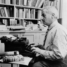 Circa American writer William Faulkner working at his typewriter in his study at home in Oxford, Mississippi. Get premium, high resolution news photos at Getty Images Writers And Poets, Writers Write, Writers Desk, William Faulkner, Book Writer, Book Authors, Prix Nobel, Stefan Zweig, Being A Writer