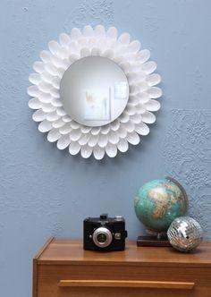 Spiegel mit Rand aus Plastiklöffeln, DIY, Upcycling, produziert für DB mobil
