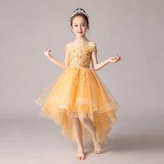 ร้าน @Kidoprincesskids @Kidoprincesskids 📍 รัชดา36 🔸️ถ่ายแบบเอง 🔸️มีหน้าร้าน 🔸️ส่งเร็ว 👗 #ชุดเจ้าหญิง #ชุดราตรีเด็ก คิดถึง #Kido #ชุดประกวดเด็ก #ชุดเดรสเด็ก 📍สั่งซื้อ #Kidoprincesskids Line : @kidoprincesskids (มี@นำหน้า) 📲 โทร: 096-9599164 www.kidoprincesskids.com #ชุดราตรีเด็ก #เช่าชุดเด็ก #ชุดเจ้าหญิง #ชุดเจ้าหญิงเด็ก #ชุดออกงานเด็ก #ชุดเดรสเด็ก #kidoprincesskids #ชุดแม่ลูก #ชุดนางฟ้า #ชุดเด็กออกงาน #ชุดคู่แม่ลูก #Kido Yellow Skirt Outfits, Yellow Flower Girl Dresses, Yellow Flowers, Wedding Evening Gown, Evening Gowns, Prom Dresses, Formal Dresses, Girl Body, Off The Shoulder