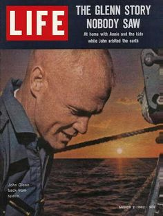 Life Magazine March 1962 : Cover - a very young John Glenn back from space. News Magazines, Vintage Magazines, Vintage Ads, Vintage Stuff, Look Magazine, Time Magazine, Magazine Covers, Project Mercury, Young John