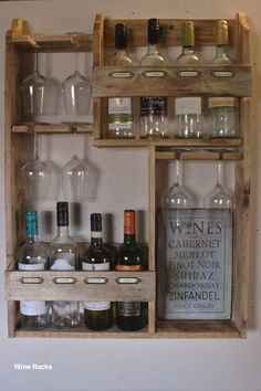 Key Pieces Of Rustic Wine Cabinet Ideas 21 Rustic Wine Cabinet, Rustic Wine Racks, Pallet Wine Rack Diy, Wine Rack Wall, Wine Glass Rack, Vin Palette, Wine Rack Inspiration, Wine Rack Design, Wine Dispenser