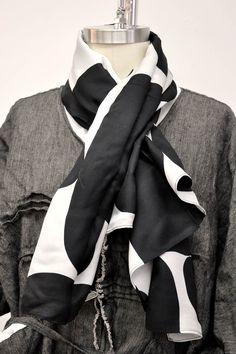 Bubble Scarf in Silk/Wool, Black/White