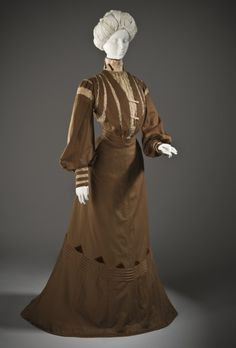 Woman's Dress France, circa 1900 Wool twill, full finish, with linen lace, silk crepe, silk velvet, and cotton plain-weave trim (M.2007.211.787a-b) | LACMA Collections